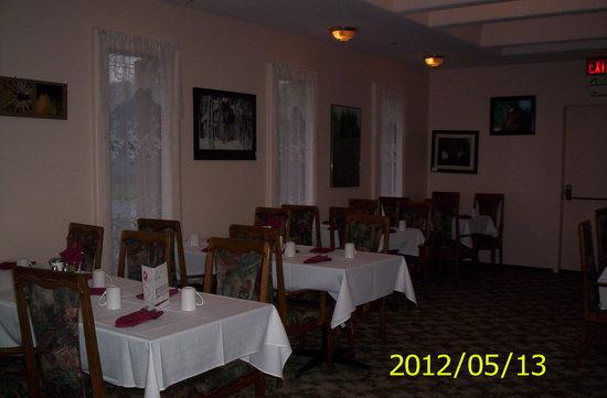 Mile 0 Diner: dining room