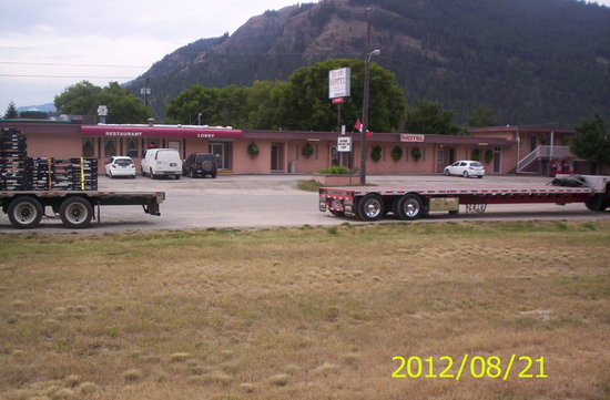 Mile 0 Diner: trucker friendly for parking