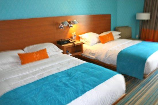 Shore Hotel: Guest room