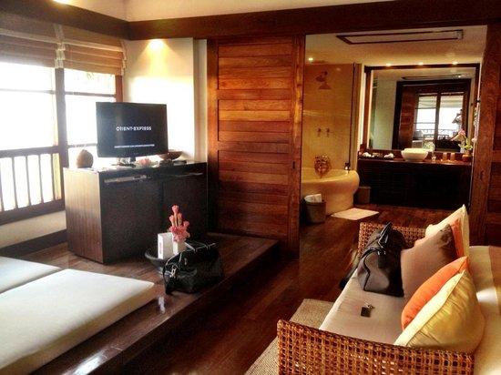 Belmond Napasai : living area and bathroom