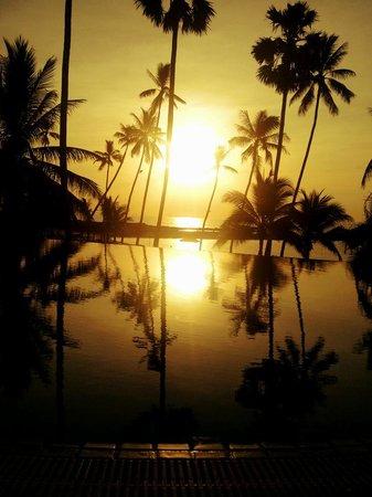 Belmond Napasai : Sunset over the pool