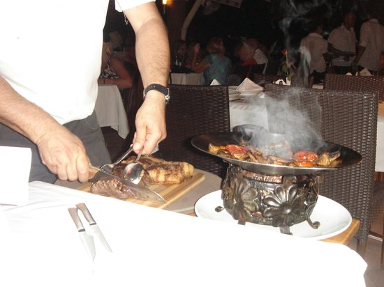Cloud 9 : Delicious chateaubriand carved and served at the table