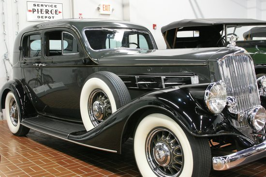 Gilmore Car Museum: 1935 Pierce-Arrow Club Sedan