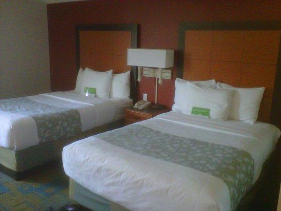 La Quinta Inn & Suites Houston Galleria Area : Bedroom @ La Quinta Inn & Suites Galleria Area
