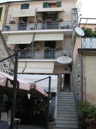 La Loggia: Hotel entrance