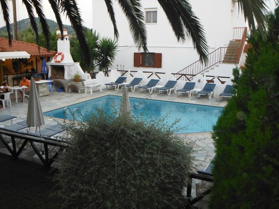 Hotel Costas Mary: Pool Area