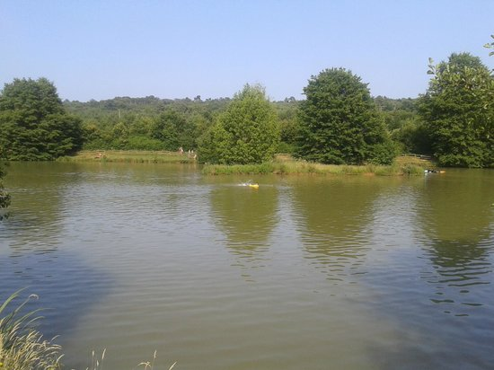 Camping Le Moulinal: le lac