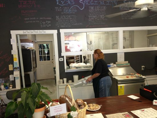 Tastebuds Cafe & Catering: Ordering at Tastebuds is informal