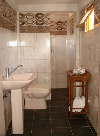 Shell Coast Resort: Large comfortable bathrooms
