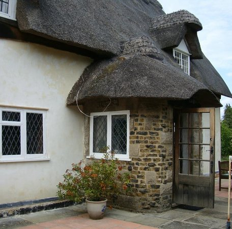 The Old Farmhouse : Wonderful thatched roof.