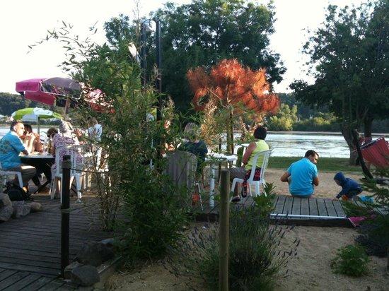 Le Bato chez coco : Belle terrasse vue sur Loire