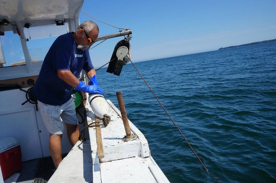 Captain Jack Lobster Boat Adventure: Pulling in the trap