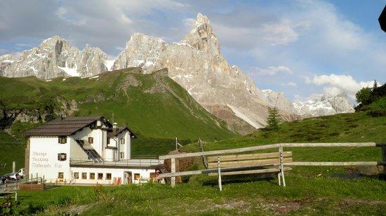 Albergo Vezzana: L'hotel dal Passo Rolle