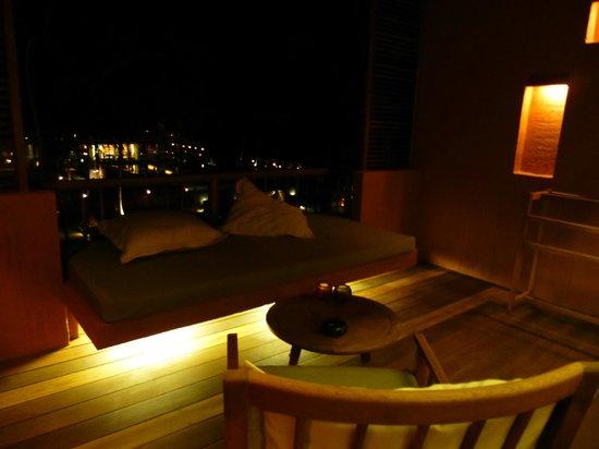 Hansar Samui Resort: Terrace by night
