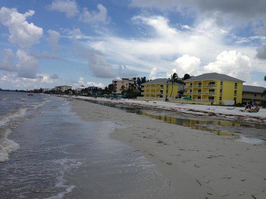 Sandpiper Gulf Resort : Hotel right on the beach