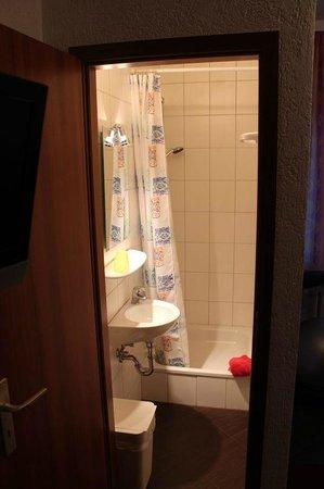 Frohnhauser Hof: Unexpected Shower ...