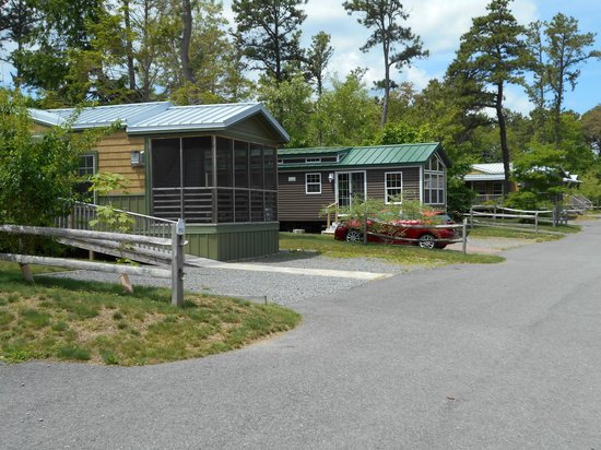 Peters Pond RV Resort: Seasonal units and vacation rentals