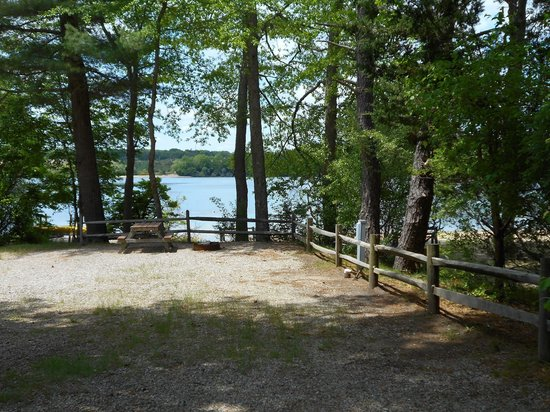 Peters Pond RV Resort: Water side tent and rv sites