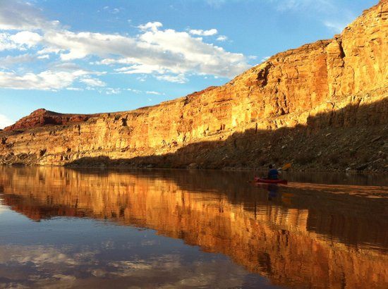 Base Camp Adventure Lodge: Kayaking on the Colorado River