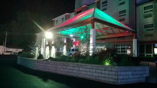 BEST WESTERN PLUS Sandusky Hotel & Suites: Hotel Entrance