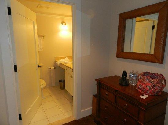 White Elephant: Entry way/bathroom.