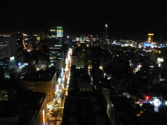 Howard Plaza Hotel Kaohsiung: naechtlicher blick auf kaohsiung