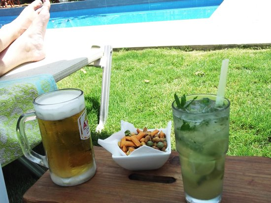 Tree of Life Art Hotel : An afternoon drink (beer & mojito)
