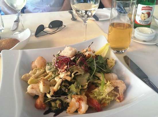 Romantik Seehotel Sonne: mixed salad with prawns