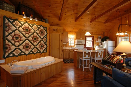Autumn Ridge Cottages: Deerfield Cottage
