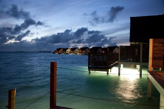Four Seasons Resort Maldives at Landaa Giraavaru: Sunset