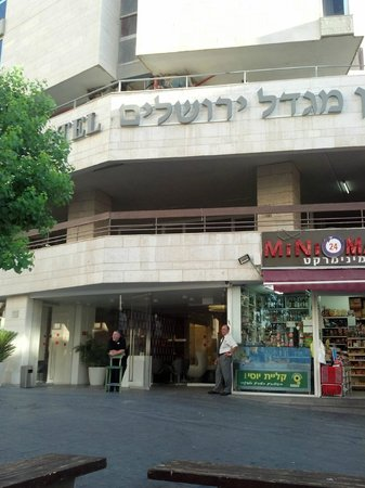 Jerusalem Tower Hotel: The entrance