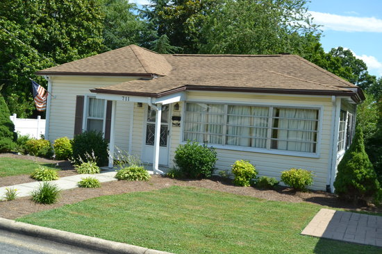 Andy Griffith's Homeplace: Andy's Childhood Home