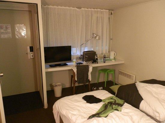 Campanile Rouen Sud - Zenith - Parc Expo: bedroom area