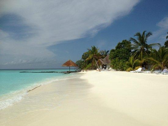Thulhagiri Island Resort : La plage