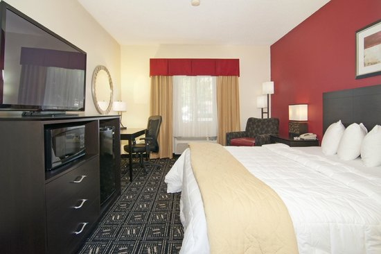 Baymont Inn & Suites Mankato: King Room