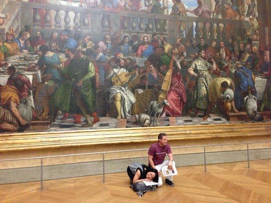 THATLou, Treasure Hunt at the Louvre: Posing like the pups