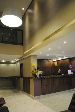 Lugus Hotel: Hall de entrada