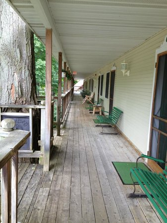 Maple Lane Resort: Upstairs covered porch