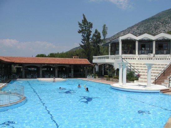 Royal Park Artemisia Club: bar and pool