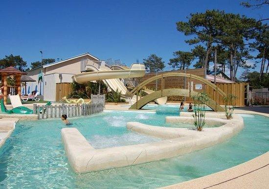 Nouvelle piscine avec 3 toboggans aquatiques picture of for Camping avec piscine