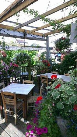 The Olive Tree and Thai Garden Restaurant: nice garden