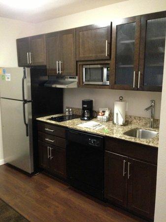 HYATT house Raleigh Durham Airport: Kitchen was up to date!!