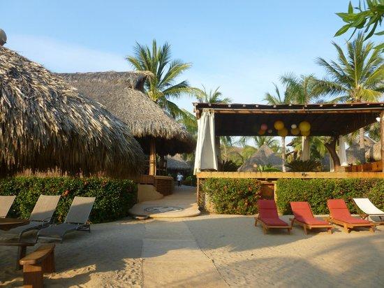 Present Moment Retreat: Restaurant and Yoga Pavilion