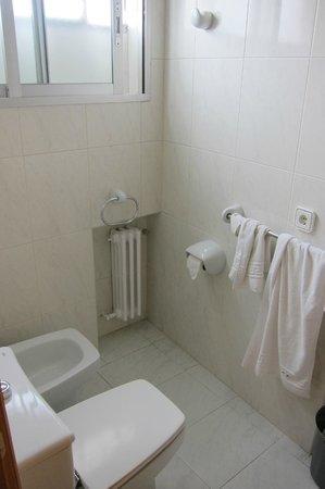 Hotel Condal: baño