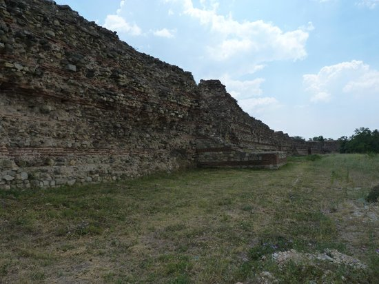Roman Ruins and Tomb: the wall