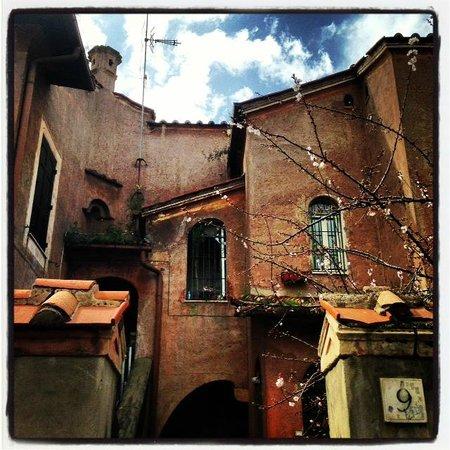 Quasi.... 'n Porto: casa tipica della garbatella