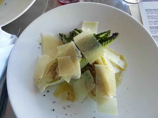 El Meze Restaurant : Grilled hearts of romaine with Manchego cheese