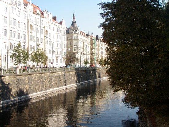 andel's by Vienna House Prague: vista próxima do hotel
