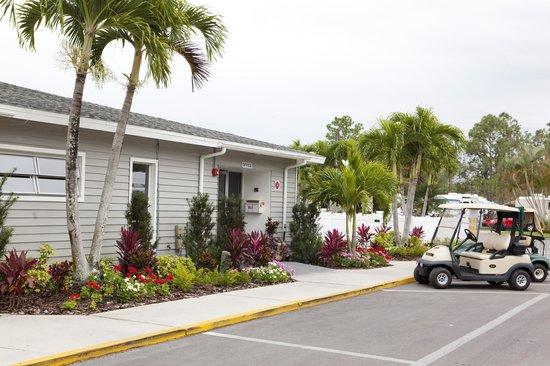 Club Naples RV Resort