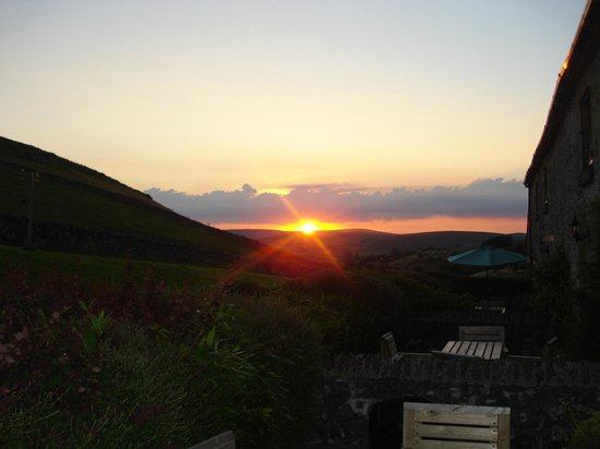 Wheeldon Trees Farm Holiday Cottages: A beautiful sunset